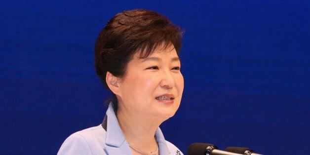 박근혜 대통령과 김종인·안철수가 같은 행사에서 인사도 못 나누고