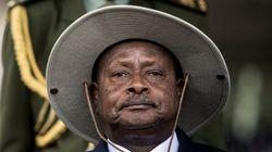 우간다 대통령이 자신을 향한 비난에 대처하는