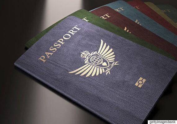 '아빠가 출장 못간 이유' 낙서 여권의 아빠는 놀랍게도 집으로 무사히