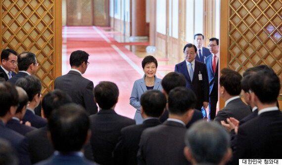 '박근혜 대통령은 변하지 않았다' : 간담회에 다녀온 신문들의