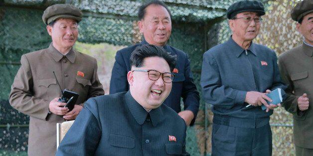 북한이 최전방에 방사포 300여문