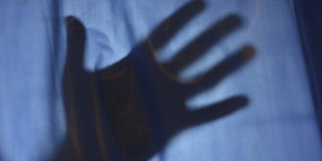 9세 아동 때리고 무릎 꿇린 여성, 징역형