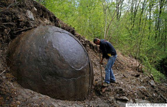 보스니아에서 발견된 직경 3m 구형 석구의