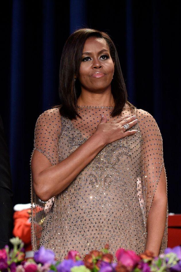 미셸 오바마가 과감한 지방시 드레스를 입고 공식행사에