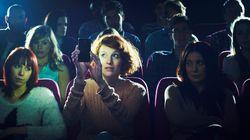 영화 상영 중 스마트폰 사용을 허용하는 극장이