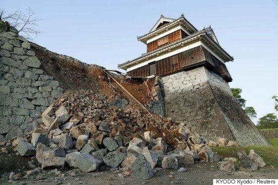 일본 구마모토 지진 때문에 관광명소인 구마모토 성도 피해를