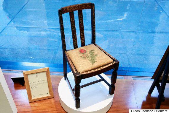 해리포터 작가가 앉았던 의자가 경매에서