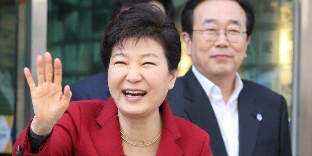 박근혜 대통령 '빨간옷' 논란에 대한 새누리당 권성동의