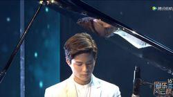 중국 시상식에서 피아노 연주한
