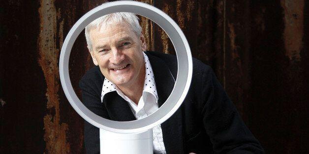Der Ingenieur und Erfinder James Dyson praesentiert am Donnerstag, 25. Maerz 2010 in Hamburg den von...