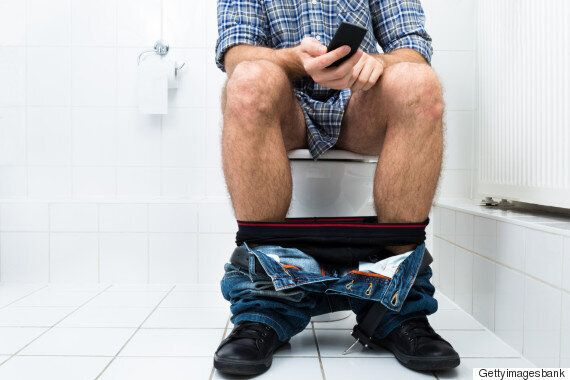 당신이 절대 화장실에 스마트폰을 들고 가면 안되는