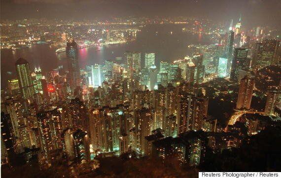 홍콩 4000개 업체, 심야 네온사인 중단을