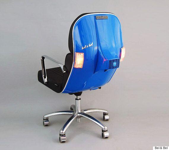 낡은 '베스파' 스쿠터로 사무용 의자를
