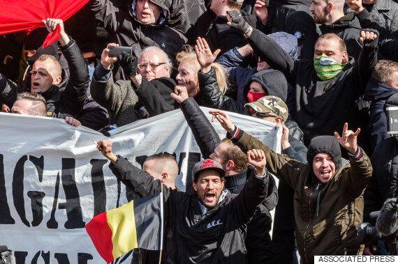 브뤼셀 테러 희생자 추모광장에 극우파 훌리건들이