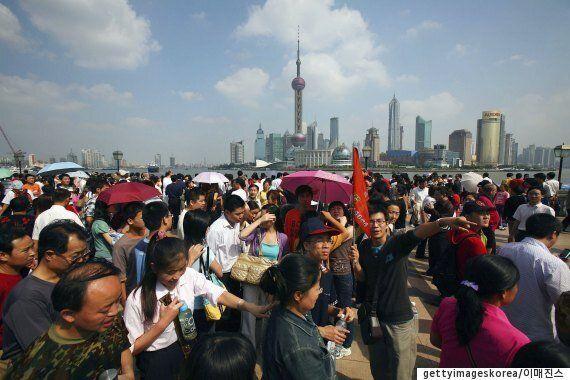 중국 관광객 4500명이 3월28일 월미도에서 '치맥'을