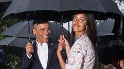 오바마의 두 딸은 원피스와 스니커즈의 트렌드를