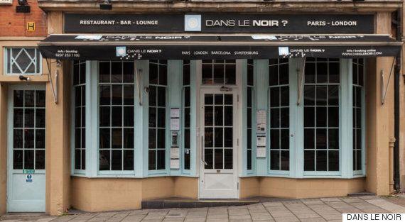 이 식당에서는 시각장애인 웨이터들이 서빙하는 '어둠 속의 식사'를 할 수