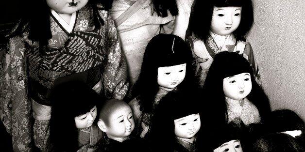 日本人形の群れ。けっこãæ€–ãã€'