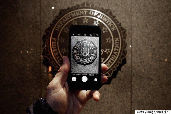 오바마, 애플-FBI '백도어' 논쟁에서 FBI를
