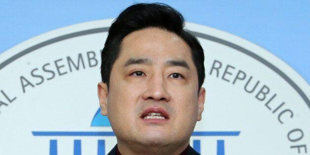 경찰, 강용석이 '모욕 방조' 고소한 포털 대표 무혐의