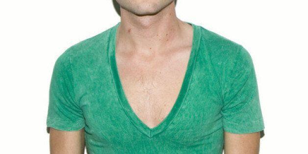 가장 잘 맞는 남자 티셔츠 고르는 법 : 브이넥은 너무 깊어서는