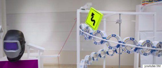 시계 부품들을 이용해 만든 '루브 골드버그