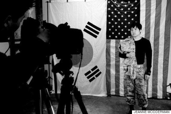 한국계 미국 입양아들의 정체성을 탐구하는 사진