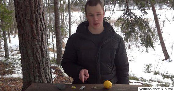 야생에서 레몬으로 불을 피우는