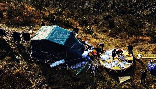 세월호 가족들이 동거차도 섬 꼭대기에 움막을