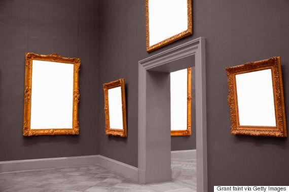 당신이 미술관에서 지나치게 오버하고 있다는 사실을 증명하는 행동