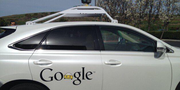 구글 자율주행차가 첫 자책 사고를