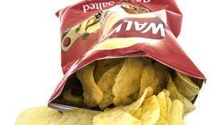 남은 감자칩을 봉투로만 밀봉하는