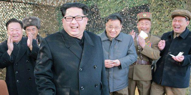 김정은이 '핵탄두'를 항시 준비하라고 군에