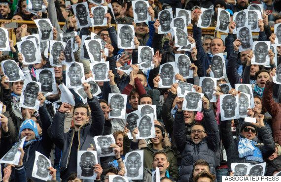 축구장 인종차별 구호에 대처하는 나폴리 팬들의 완벽한 자세 (사진,
