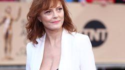 어떤 나이에도 가슴골을 뽐낼 수 있다는 사실을 증명한 10명의 여성