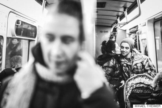 공공장소에서 사랑을 나누는 연인들의 모습(사진