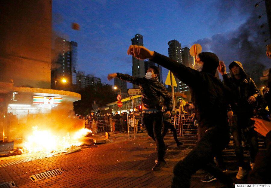 홍콩에서 대규모 폭력시위 : 경찰, '경고탄' 발포 (사진,