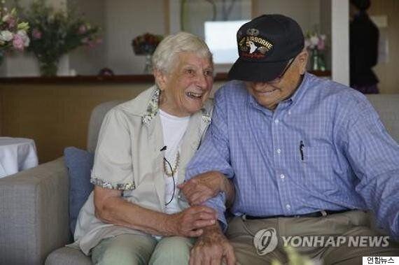2차대전이 갈라놓은 연인, 71년 만에