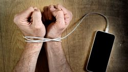 이별 통보한 여자친구에게 1,600회 협박 문자 보낸 60대 남자