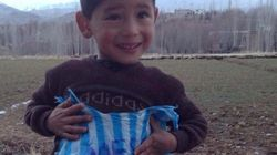 '비닐봉지 메시' 아프간 5세 꼬마, 진짜 메시