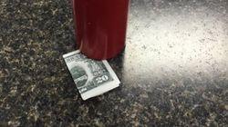 누군가 케첩 통 밑에 남기고 간 20달러 팁의