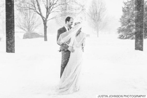 결혼식날에 최악의 눈폭풍이