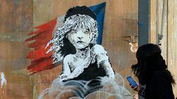 뱅크시가 프랑스 경찰을 위해 레미제라블을