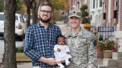 게이 군인 커플이 아버지가 된 경험을