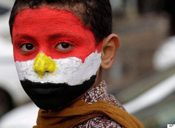 군사정권에 '콘돔 풍선'으로 항의한 이집트 코미디언의 한