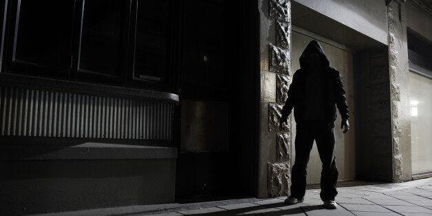 법칙금 8만원에 불과하던 스토커, 최대 징역 2년