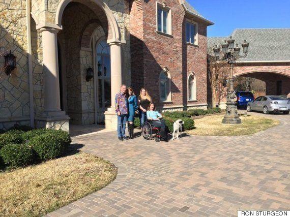 텍사스 태풍 피해자에게 집을 빌려준 백만장자가 받은 놀라운
