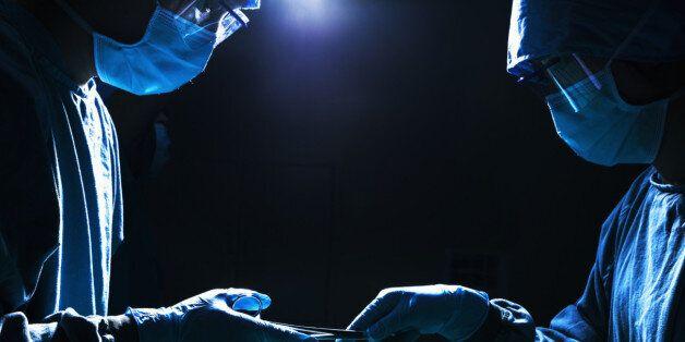 소개팅 여성의 알몸을 촬영해 단톡방에 올린 대학병원 인턴이 2심에서 '집행유예' 선고받은