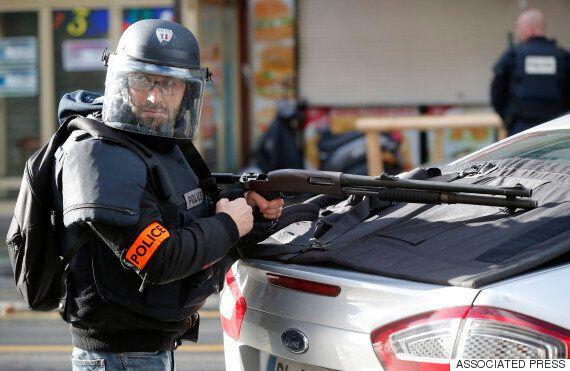 샤를리 엡도 테러 1주년에 파리 경찰에게 흉기 휘두른 괴한