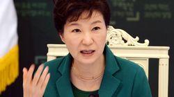 박 대통령에 대한 부정평가, 지난해 8월 이후 처음으로 50%를